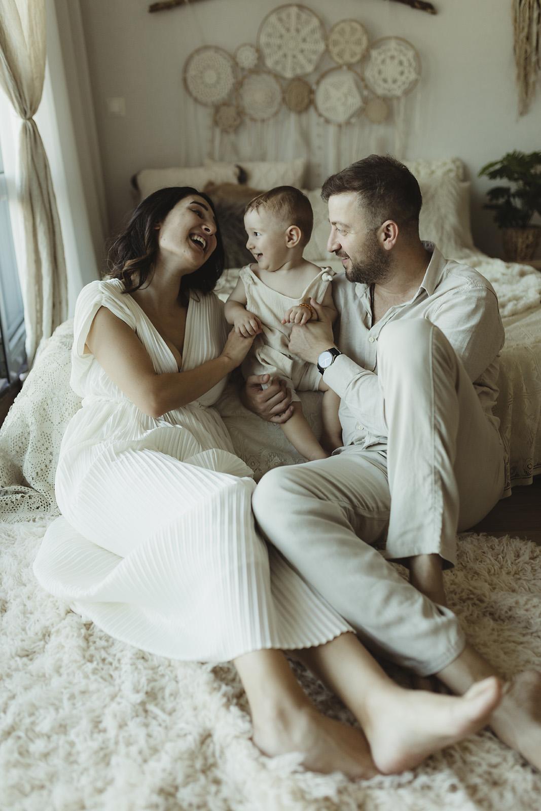 dogal-bebek-aile-fotograf-cekimi